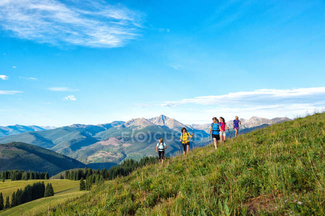 Female hiking group heading mountain top hiking path — Stock Photo