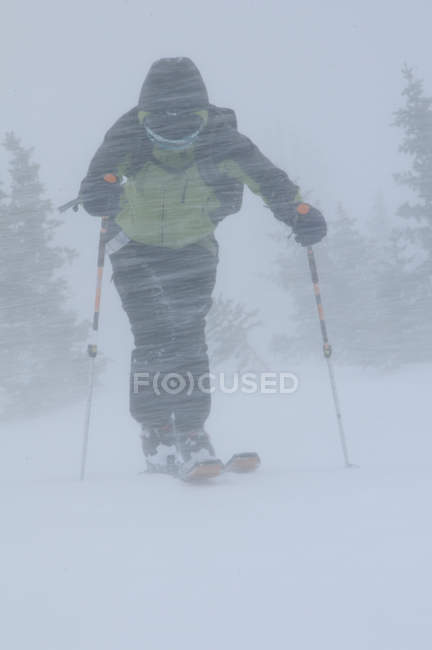Man skiing at Crested Butte, Colorado, selective focus — Stock Photo