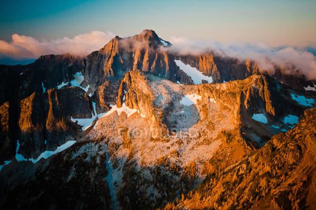 Sunlight illuminating mountains — Stock Photo