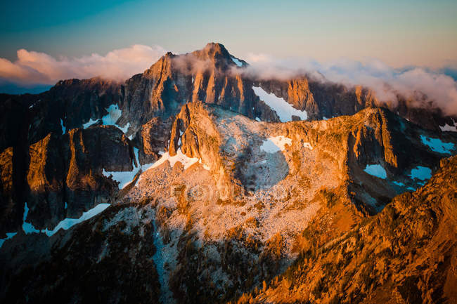 Sunlight illuminating mountains — Stock Photo