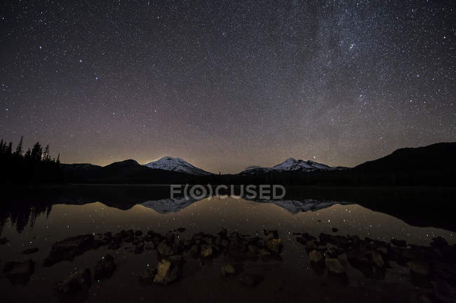 Milky Way stars shining brightly and reflecting in Sparks Lake water — Stock Photo