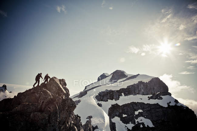 Two mountaineers climbing Grainger Peak, BC, Canada — Stock Photo