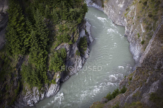 Aerial view of Shotover River cuts through steep canyons — Stock Photo