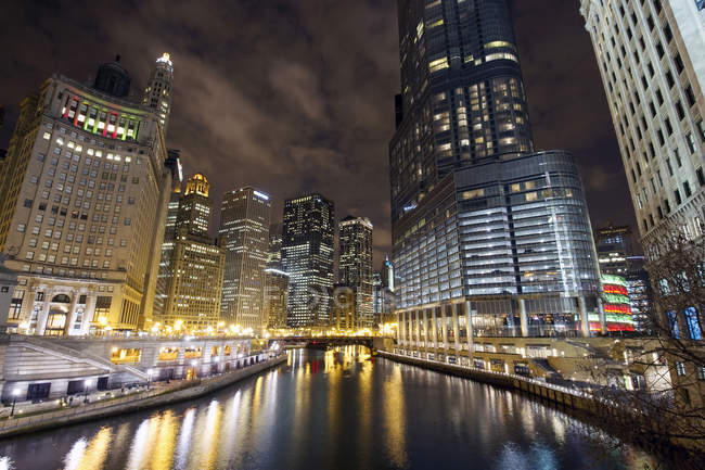 Chicago river and skyscrapers illuminated at night — Stock Photo