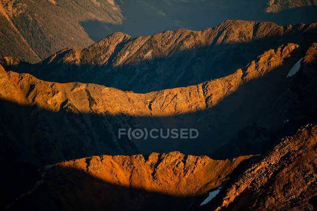 Evening sunlight illuminating rocky mountain — Stock Photo