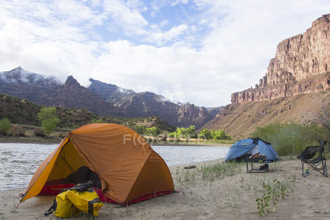 Camping on river shore with mountains view — Stock Photo