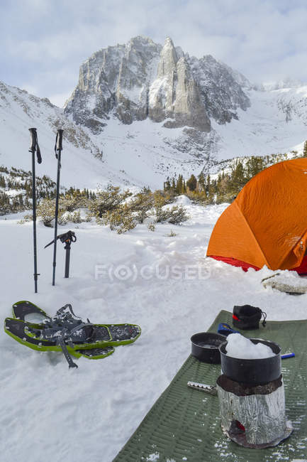 Camping with equipment and skiing equipment — Stock Photo