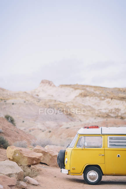 Vintage yellow van parked at trailhead in the San Rafael Swell, Utah — Stock Photo