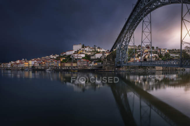 Long exposure shot of city coastline with bridge — Stock Photo