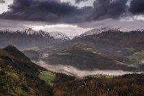 Paysage d'hiver des montagnes, Cantabrie Espagne — Photo de stock