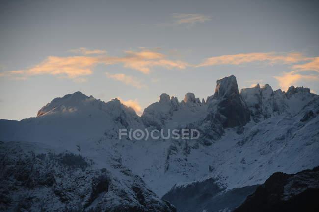 Paesaggio invernale delle montagne, Cantabria Spagna — Foto stock