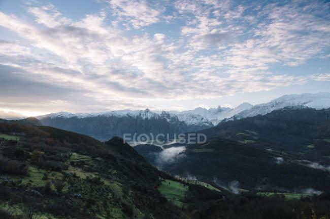 Зимний пейзаж гор, Кантабрия Испания — стоковое фото