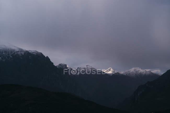 Paisagem do inverno das montanhas, Cantábria-Espanha — Fotografia de Stock