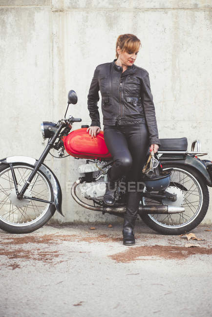 Biker woman on a motorcycle — Stock Photo