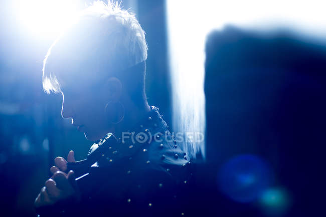 Portrait of short haired woman wearing leather jacket — Stock Photo