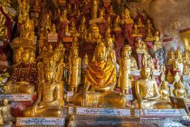 Various Buddha sculptures in Buddhist cave shrine in Pindaya, Myanmar. — Stock Photo