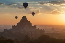 Hot air balloons floating over Bagan in misty morning, Myanmar — Stock Photo