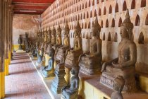 Rows of Buddha statues at Wat Si Saket temple, Vientiane, Laos — Stock Photo