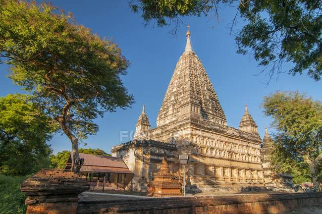 Ancient building of Mahabodhi Pagoda in Old Bagan, Myanmar — Stock Photo