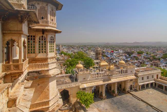 Udaipur cityscape view from City Palace, Udaipur, Rajasthan, India. — Stock Photo