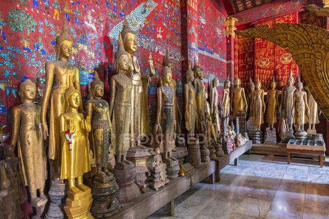 Buddha statues in the Funerary Carriage Hall, Wat Xieng Thong, Luang Prabang, Laos, Indochina, Asia — Stock Photo