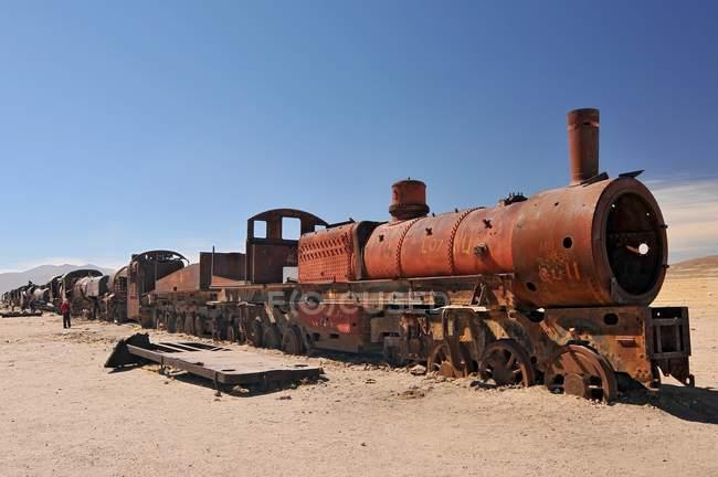 Grande attrazione turistica di treno cimitero nella zona di Uyuni in Sud America — Foto stock