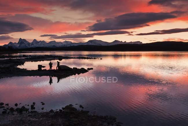 People on shore of Tysfjord at sunset in Norway — Stock Photo