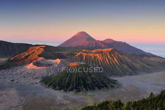 Бром вулкан на схід, tengger semeru Національний парк, східній java, Індонезії — стокове фото