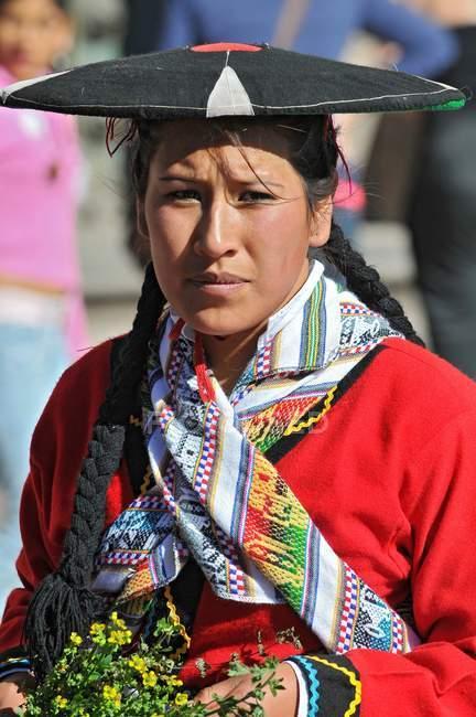 Frau in traditioneller Kleidung beim Festival in Cusco, Peru — Stockfoto