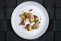Al forno di carne di pollo con contorno di verdure — Foto stock