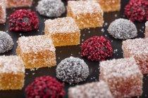 Doces de marmelada coloridos com cobertura de açúcar, close-up — Fotografia de Stock