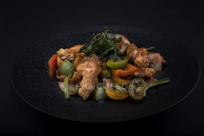 Смажена риба з овочами stir-смажити — стокове фото