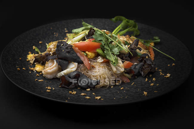 Glass noodles with vegetables and mushrooms — Stock Photo