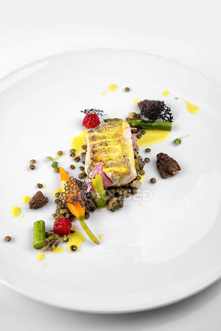 Baked fish with lentils and morels — Stock Photo