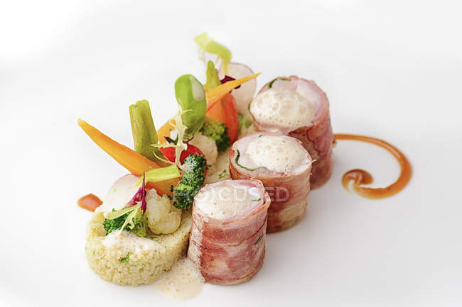 Meat rolls with couscous and vegetables garnish — Stock Photo