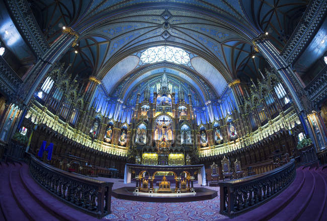 Wide angle view of Notre-Dame Basilica, Montreal, Quebec, Canada — Stock Photo