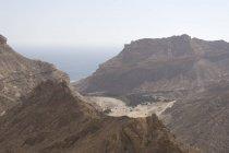 Oued Sanaq, une lagune d'oasis sur la côte sauvage du Dhofar, Oman — Photo de stock
