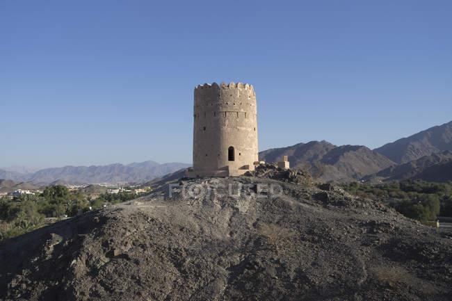 Samail, oman einem engen Tal von Dattelplantagen südlich von Muscat, historisch bedeutsam aufgrund seiner Lage am Kopf eines schmalen Passes durch die Berge — Stockfoto