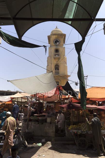 Годинницю в центрі ринку Леа, Карачі — стокове фото