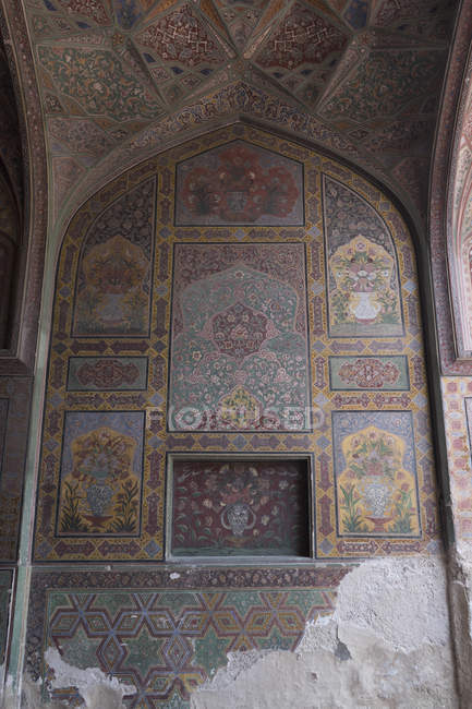 Wazir Khan Mosque, built in era of Shah Jahan within walled city of Lahore — Stock Photo