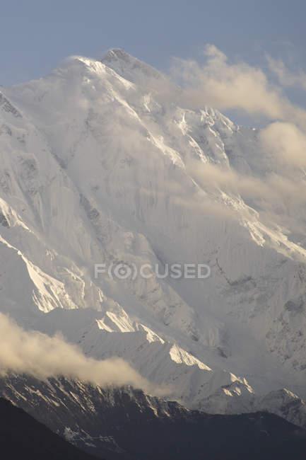 Volto gelido di Rakaposhi, che sovrasta Hunza Valley nel nord del Pakistan — Foto stock