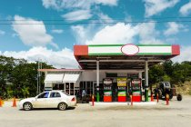 Cuba, Guantanamo, Baracoa, gas station and car on foreground — Stock Photo