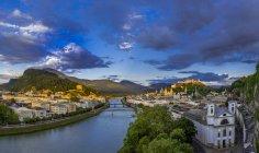 Historic town centre with buildings on shore, Salzburg, Austria — Stock Photo