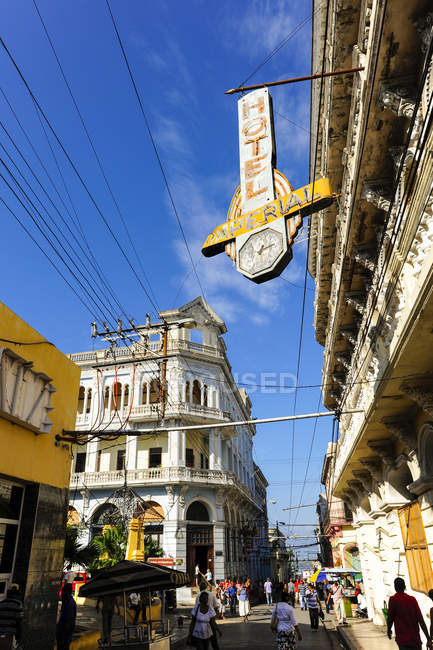 Strada durante il giorno, Cuba, Santiago de Cuba, Parque Ajedrez — Foto stock