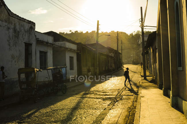 Куба, Гуантанамо, Баракоа, улицы в дневное время и ходить лица — стоковое фото