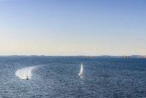 Vista aerea di Barche a motore su acqua — Foto stock