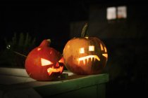 Front view of Jack O'lanterns glowing at nigh — Stock Photo