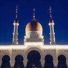 Vista da Mesquita iluminada à noite — Fotografia de Stock
