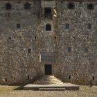 Blick auf mittelalterliche Festungsfassade und Eingang — Stockfoto