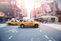 Yellow taxi cub in traffic at Manhattan — Stock Photo